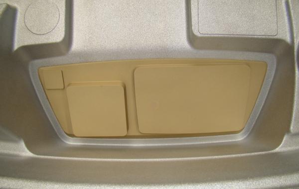 Form mit Maus-Block Einsatz für präzise angeformte Öffnung am Produkt