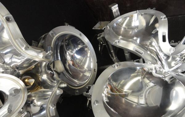 Polierte Formoberfläche für Leuchte, mit Silikondichtring und PTFE-Einsätzen