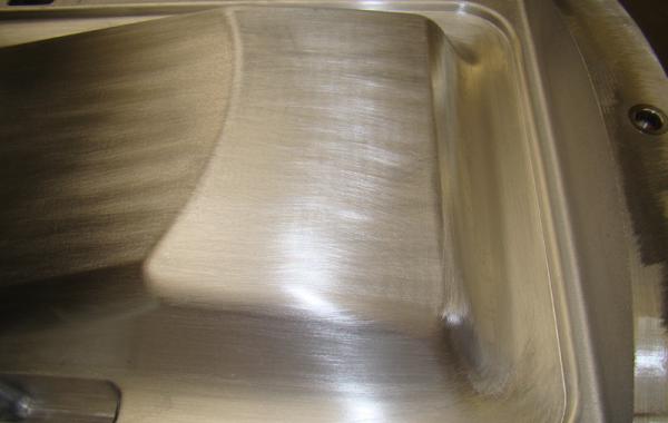 Handgeschliffene Formoberfläche einer CNC-gefrästen Form